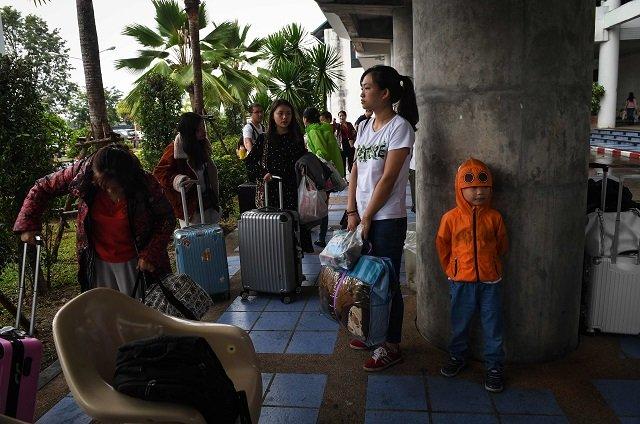 tourists hunker down as storm pabuk lashes thailand