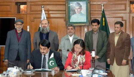 balochistan additional chief secretary for p amp d sajjad ahmed bhutta and adb country director for pakistan xiaohong yang sign agreement in quetta photo express