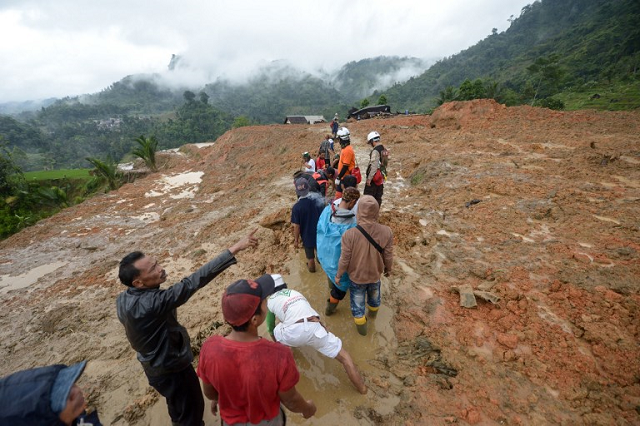 indonesia landslide death toll reaches 32 official