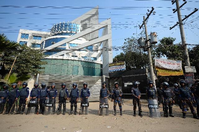 bangladesh garment workers reject wage hike walk off job