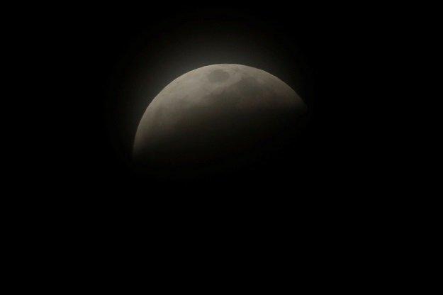 bitter cold cancels some us lunar eclipse festivities