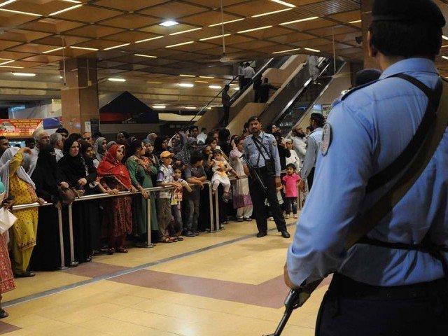 overseas pakistani alleges dollars stolen at karachi airport