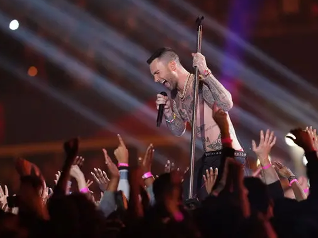 maroon 5 s super bowl performance didn t fare well with fans