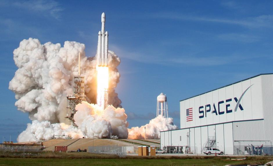 A SpaceX Falcon Heavy rocket lifts off from historic launch pad 39-A at the Kennedy Space Center in Cape Canaveral, Florida, US, February 6, 2018. PHOTO: REUTERS