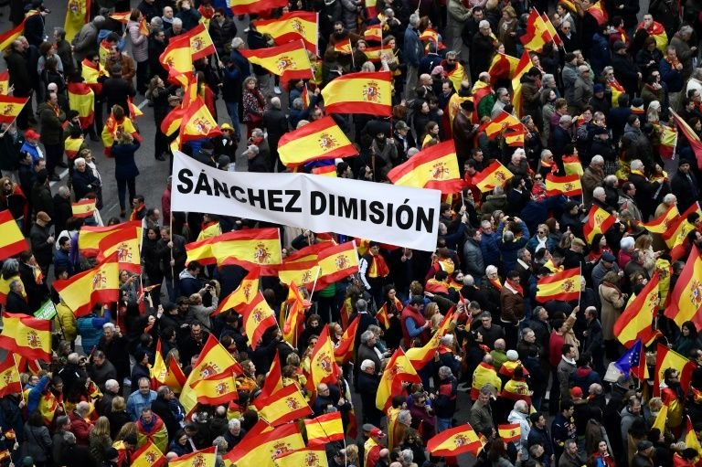 spain s right far right rally against pm over catalonia