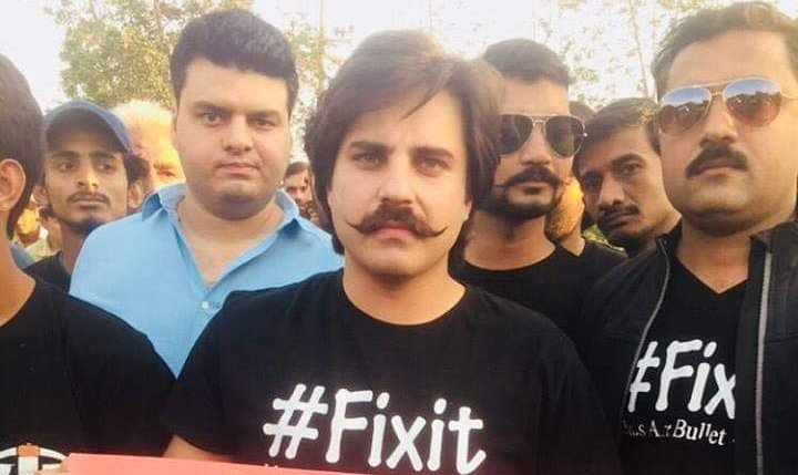 fixit founder mna alamgir khan booked for befouling cm house gate