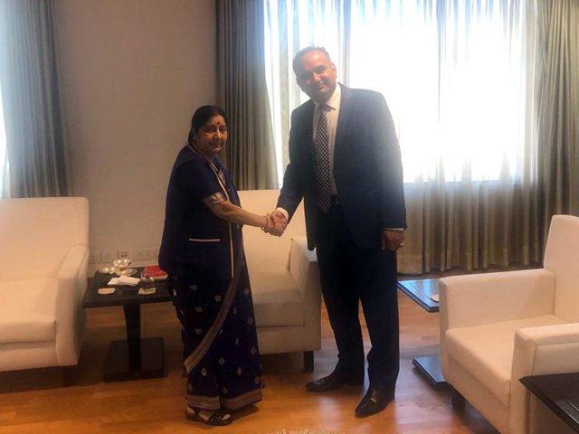 pti-s-ramesh-kumar-vankwani-meets-indian-external-affairs-minister-sushma-swaraj-photo-express