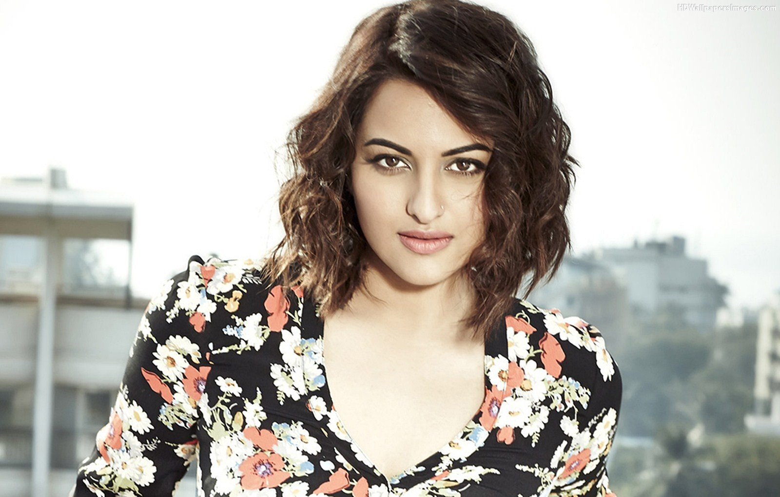 fraud case filed against bollywood actor sonakshi sinha