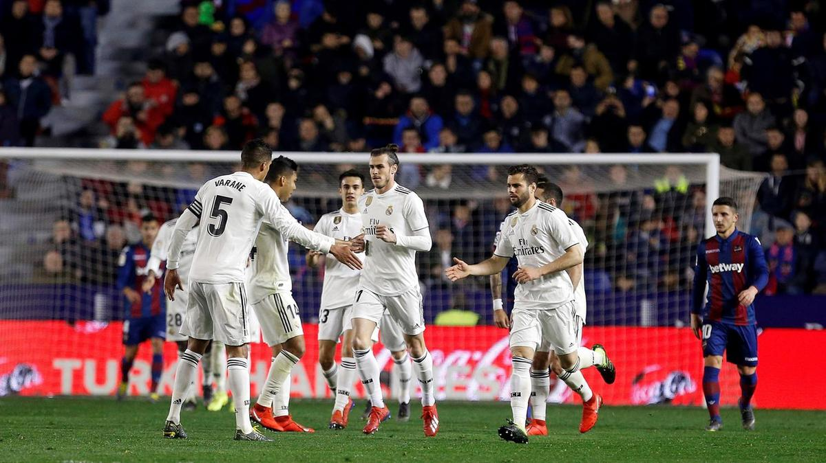 solari defends casemiro tumble as bale penalty gives real win