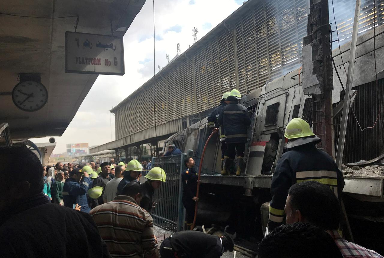 at least 20 killed 43 injured in crash and fire at cairo train station