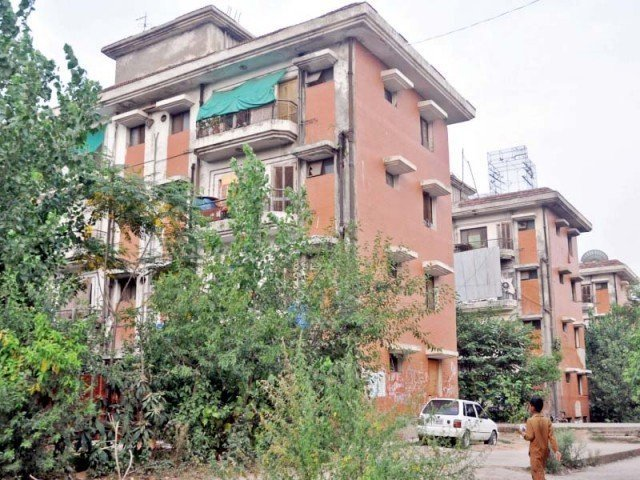 authorities fail to retrieve govt flats from illegal occupants