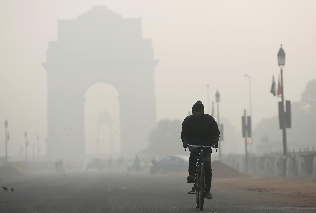 new delhi s toxic air is caused by smoke from the burning of rubbish vehicle and industrial emissions photo reuters