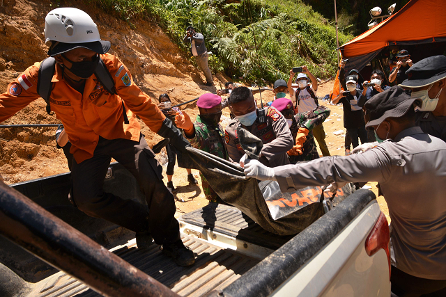 rescuers also had to temporarily halt the search on tuesday after rocks started to fall on them photo afp