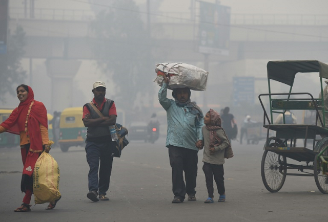 for the well heeled in new delhi eating out means enjoying a gourmet spread amid sprawling green spaces but the poor must deal with dust and toxic fumes from vehicles zipping past rickety roadside food stalls in the world 039 s most polluted major city photo afp