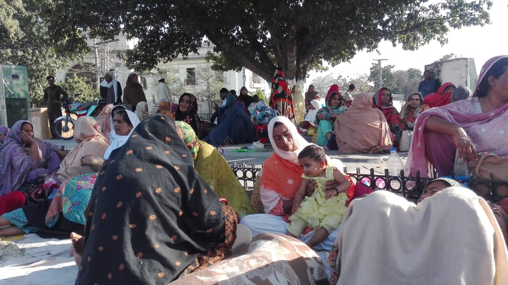 lady health workers vow to continue sit in in lahore