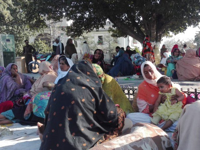 lady health workers end sit in