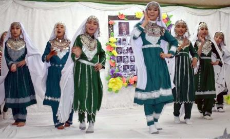 students perform during a ceremony on the occasion of pakistan day in quetta photo inp