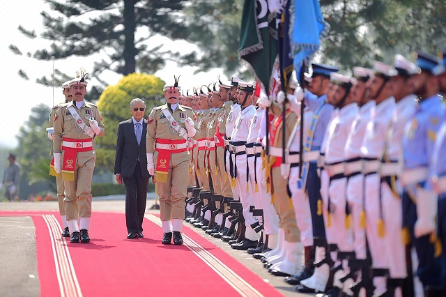 malaysian prime minister mahathir mohamad inspects a guard of honor during a ceremony on his arrival in islamabad photo afp