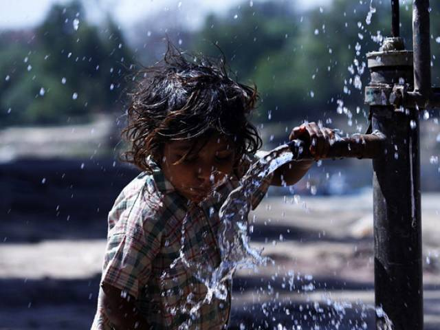 experts in karachi call for fair and equitable distribution of water