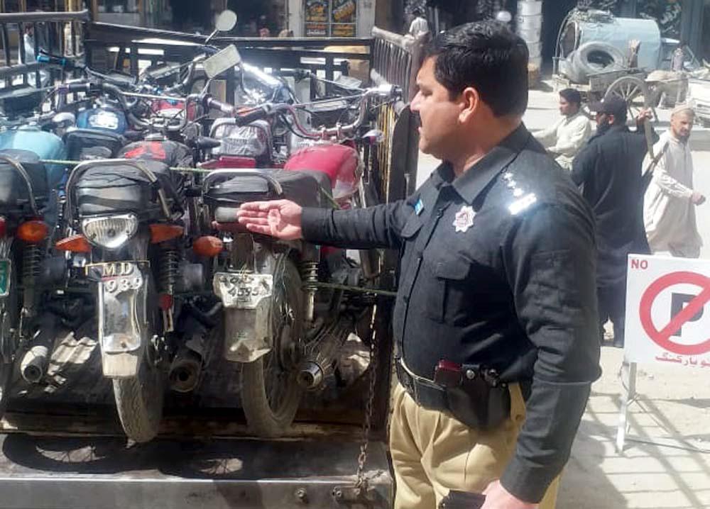 sp traffic sariab saifullah kethran shows confiscated motorcycles photo express