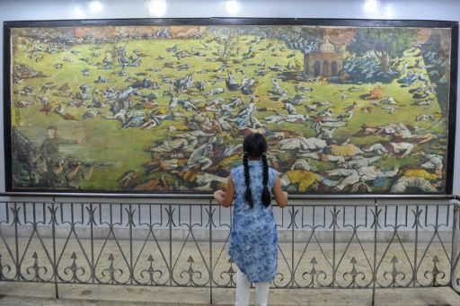 an indian girl looks at a painting of the amritsar massacre in 1919 when british troops opened fire on indian protesters in the northern city killing 400 according to colonial era records india puts the toll much higher at nearer 1 000 photo afp