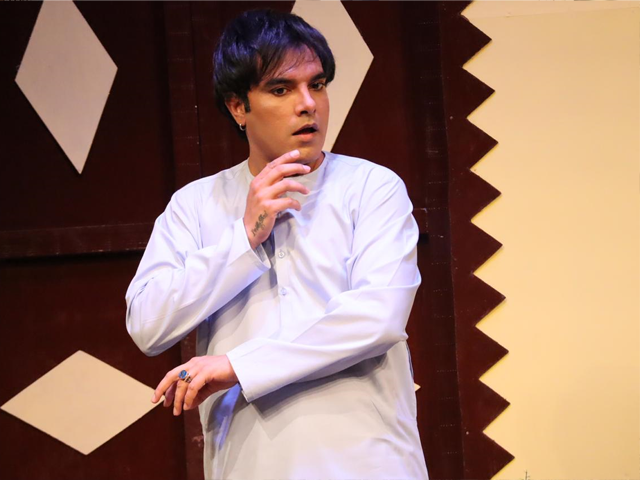 how yasir hussain brought akbar from naach na jaanay to life on stage