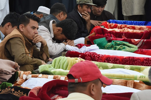 members of quetta 039 s hazara community mourn during the funeral of victims of friday 039 s blast in hazar ganji market photo afp