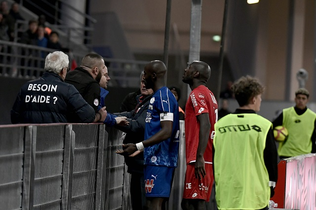 ligue 1 match temporarily stopped due to racist chants