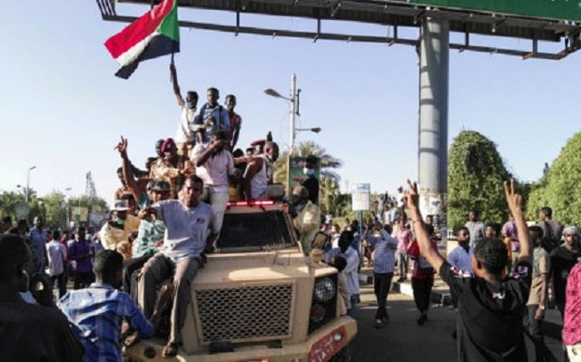 sudanese protesters to suspend contacts with military rulers