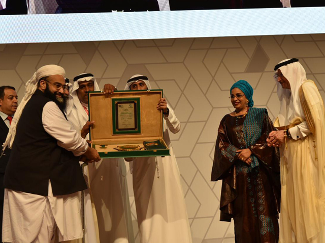tahir ashrafi conferred with oic award for struggle against extremism
