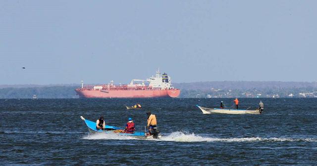 24 venezuelan migrants missing after boat sinks lawmaker