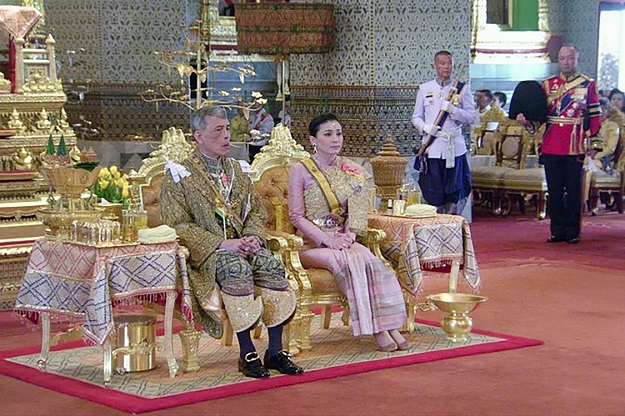 i shall reign in righteousness thailand crowns king in ornate ceremonies