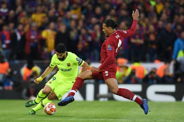 barcelona s suarez undergoes knee surgery