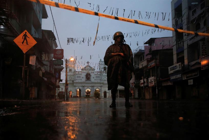 sri lanka catholics hold first sunday mass after easter attacks