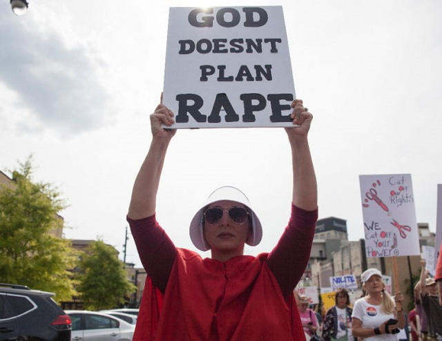 hundreds protest strict alabama abortion law