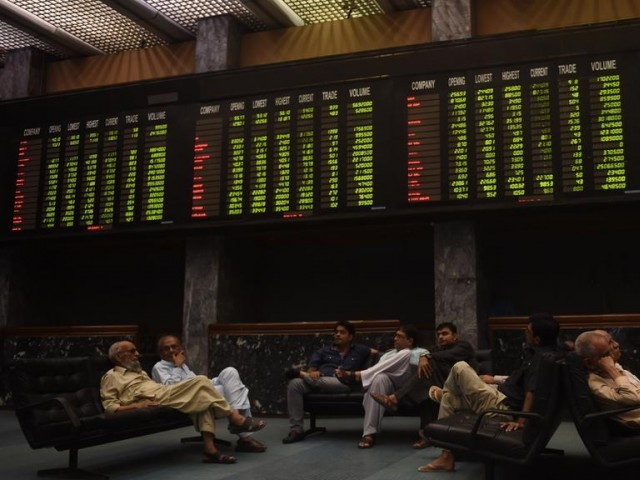 Benchmark index rises 191.56 points to settle at 33,442..1 PHOTO: FILE