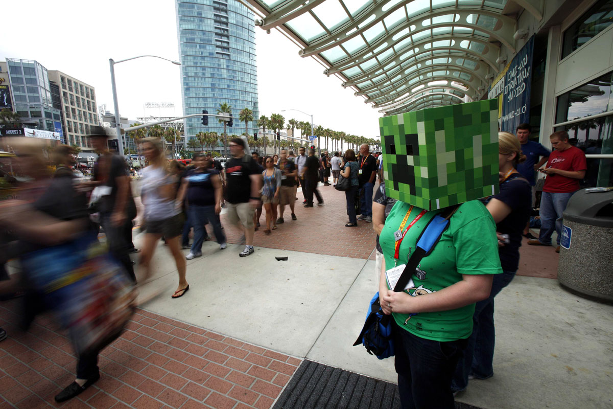 """A woman is seen dressed up as the character """"Creeper"""" from the video game Minecraft during the Comic-Con international convention in San Diego, California July 13, 2012. PHOTO: REUTERS"""