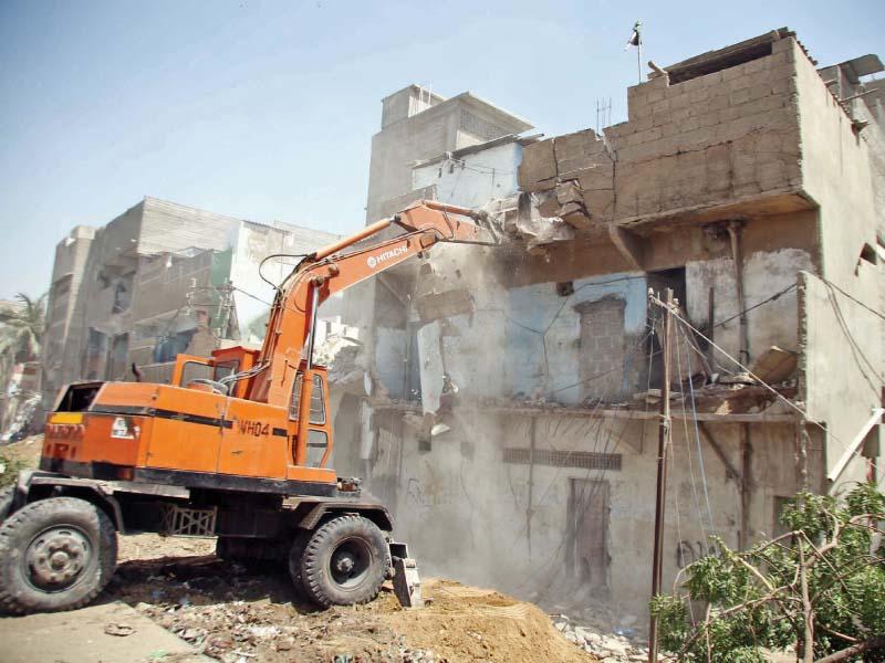 almost 100 houses demolished in karachi anti encroachment drive