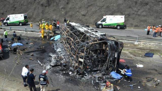 21 killed in fiery mexico road accident officials