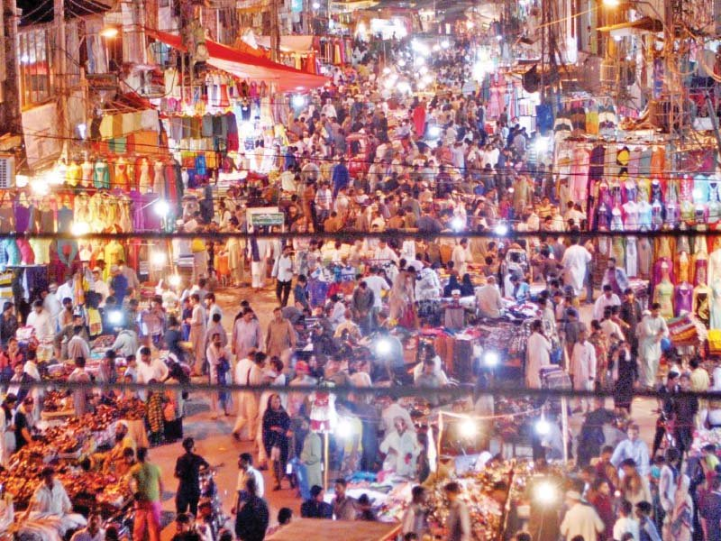 Rush of customers in Rawalpindi's Bara Market in early hours of Friday. PHOTO: ONLINE