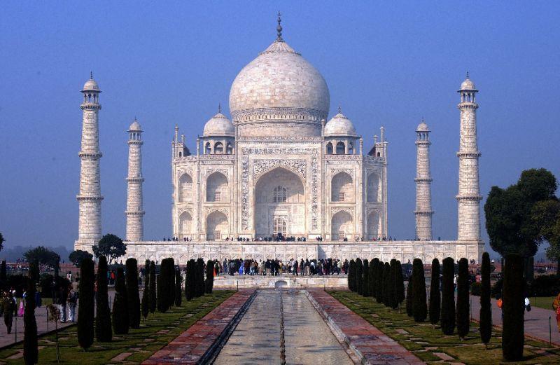 india rubbish mountain to rise higher than taj mahal