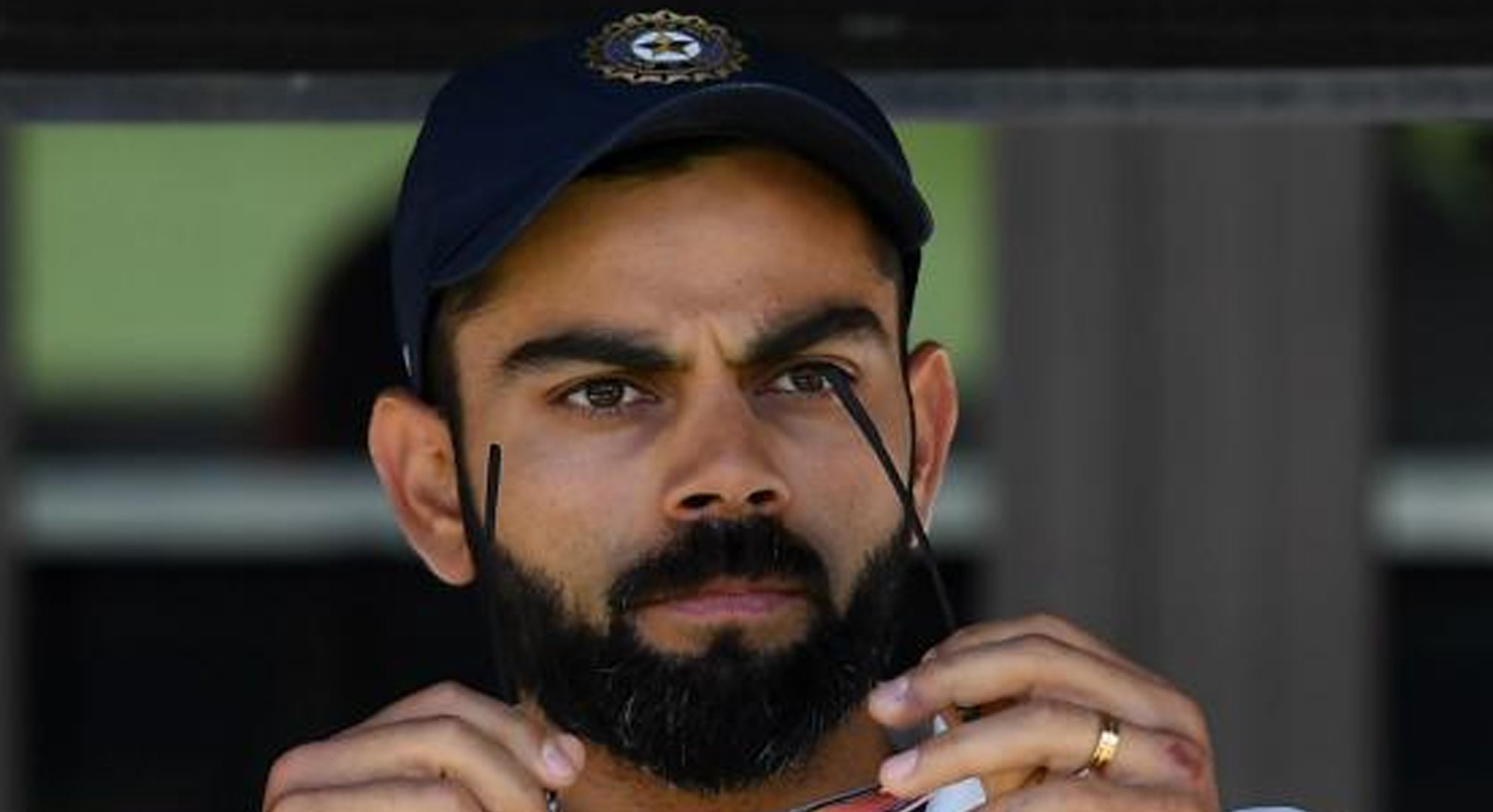 india s kohli comes to booed smith s defence at the oval