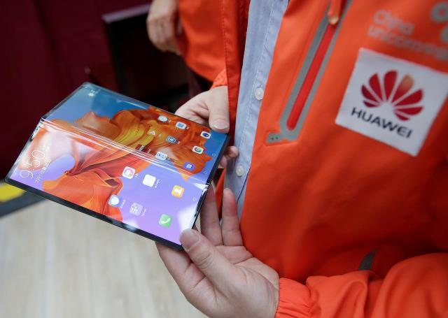 huawei delays global launch of foldable phone