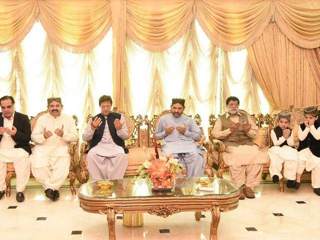 PM visits Ghotki, condoles demise of Ali Mohammad Khan Mahar. PHOTO COURTESY: RADIO PAKISTAN