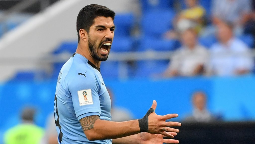 watch suarez appeals for handball from keeper jara trips up pitch invader