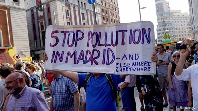 thousands march in madrid to save anti pollution plan