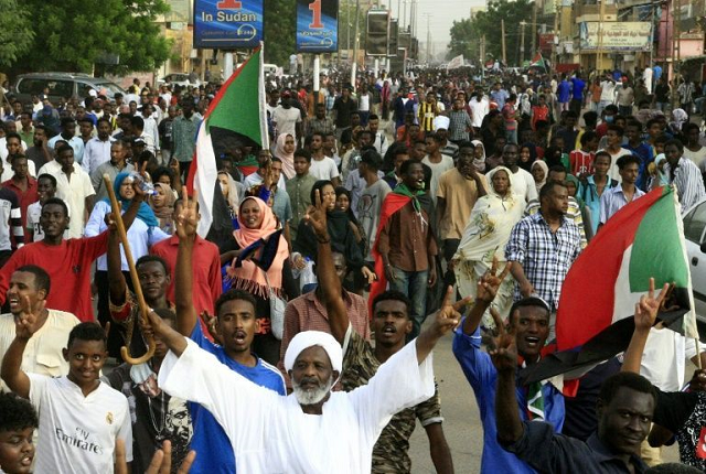 hundreds protest killing of students as bashir trial set