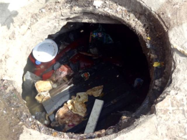 picture shows an open manhole photo file