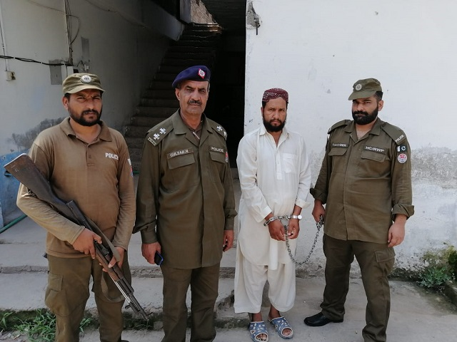 the accused is photographed with police personnel photo express