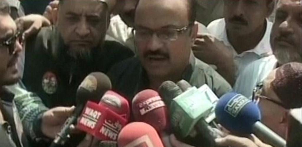 Express News screengrab of Malik Aamir Dogar speaking to reporters in Multan.